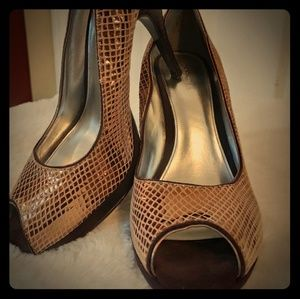 Shoes - Calvin Klein Pari gold metallic peptoe pumps sz9